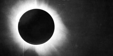 Image of a solar eclipse taken by Eddington