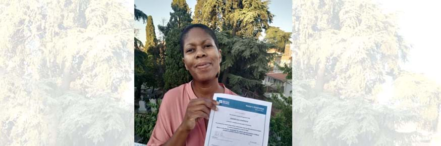Amanda Hawthorne with her certificate