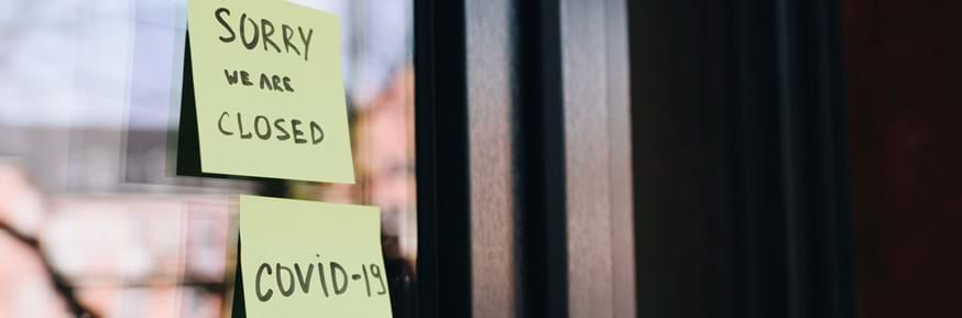 post it notes saying 'sorry we are closed. COVID-19'